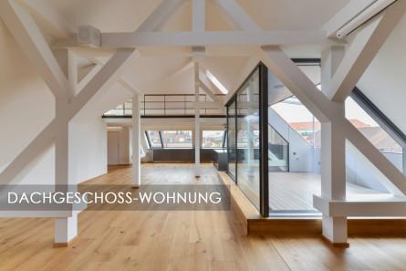 Frisch ausgebaute Dachgeschoss-Wohnung mit weißen Balken.